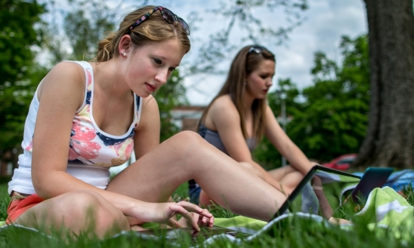 EKU students studying online while outside