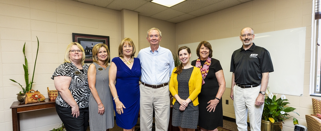 Group photo with Jeanne Hays, Dr. Bill Hays, nursing faculty and EKU staff
